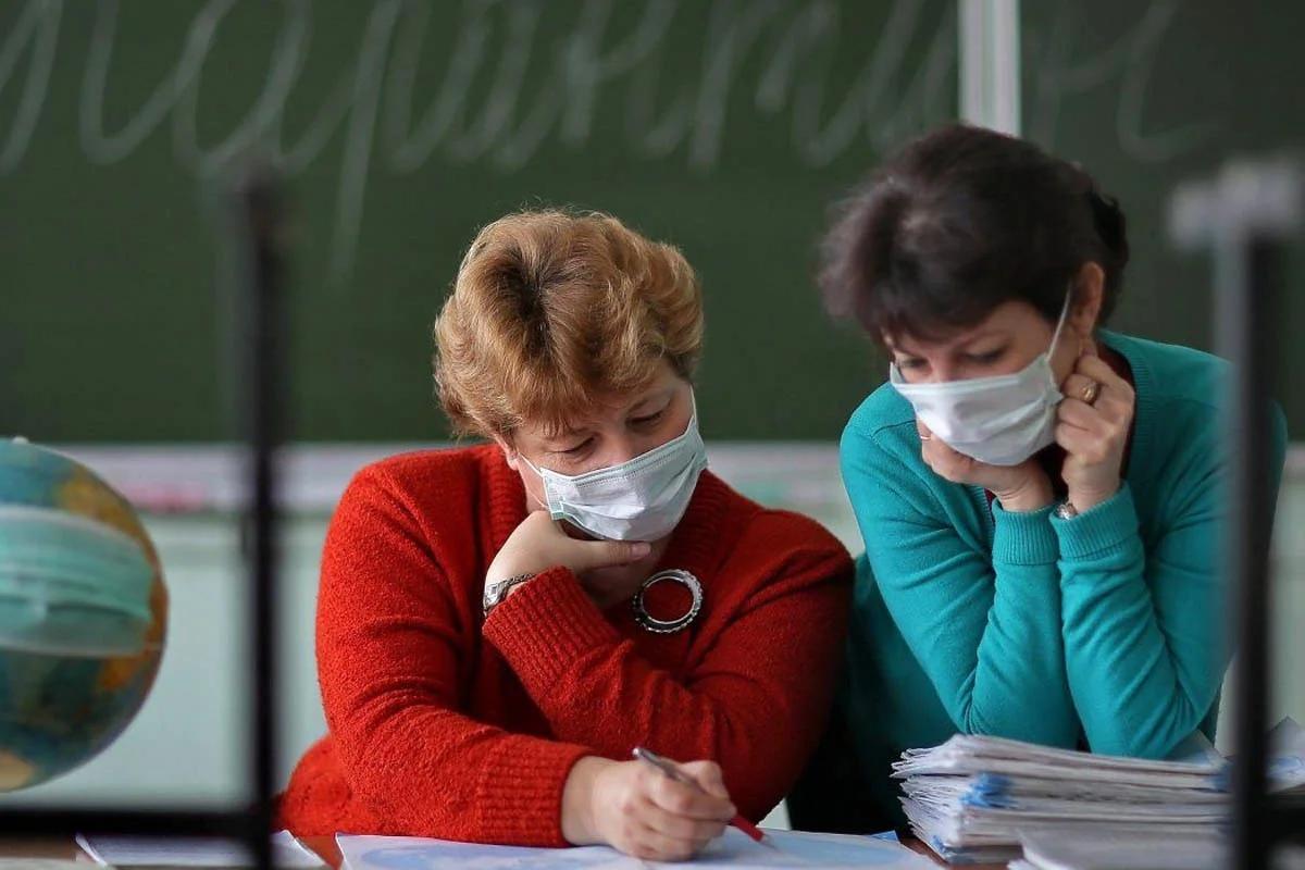Севастопольских учителей будут тестировать на COVID-19 перед каникулами