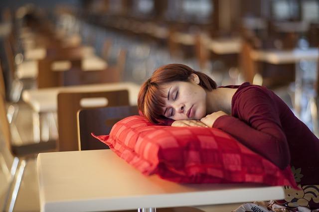 Названы главные причины дневной сонливости