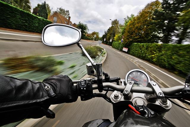 В Севастополе двое подростков попали в ДТП на мотоцикле