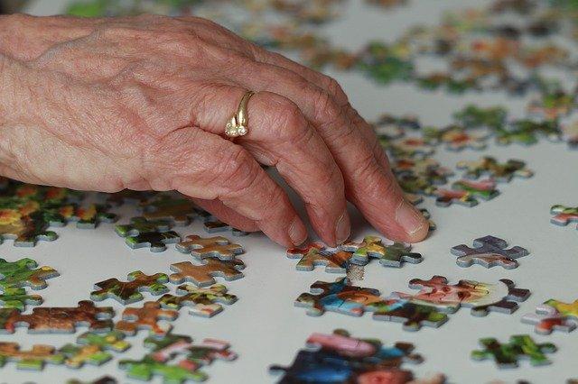 На дому пожилым севастопольцам продолжают оказывать помощь