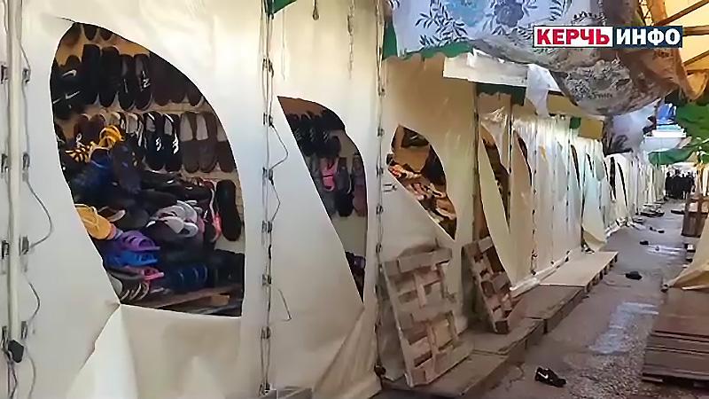 В Крыму злоумышленники повредили более 60 торговых палаток и несколько авто