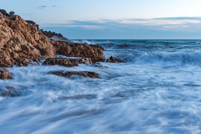 В акватории Севастополя два судна потерпели бедствие