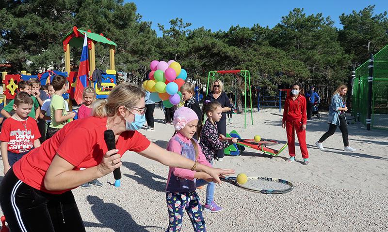 В Гагаринском районе Севастополя открыли детскую площадку