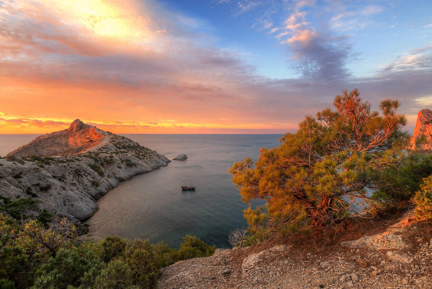В октябре температура воздуха в Крыму превышает среднесуточную норму