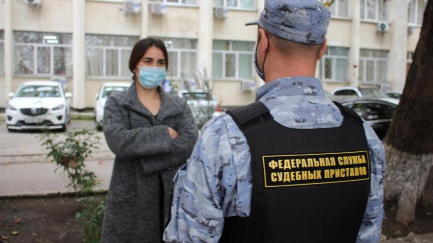 Приставы увели невесту из-под венца в Крыму