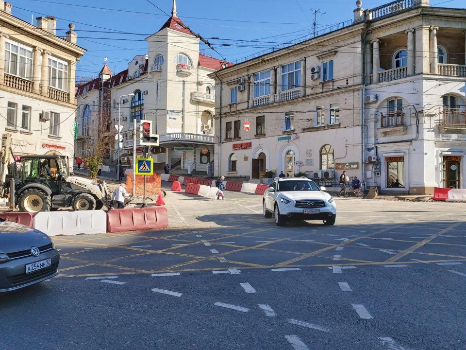 На улице Суворова ночью вскрывали брусчатку для ремонта энергосетей
