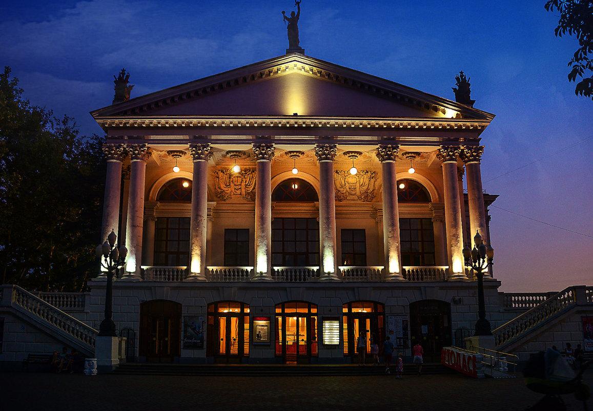 В Севастополе театры переносят спектакли