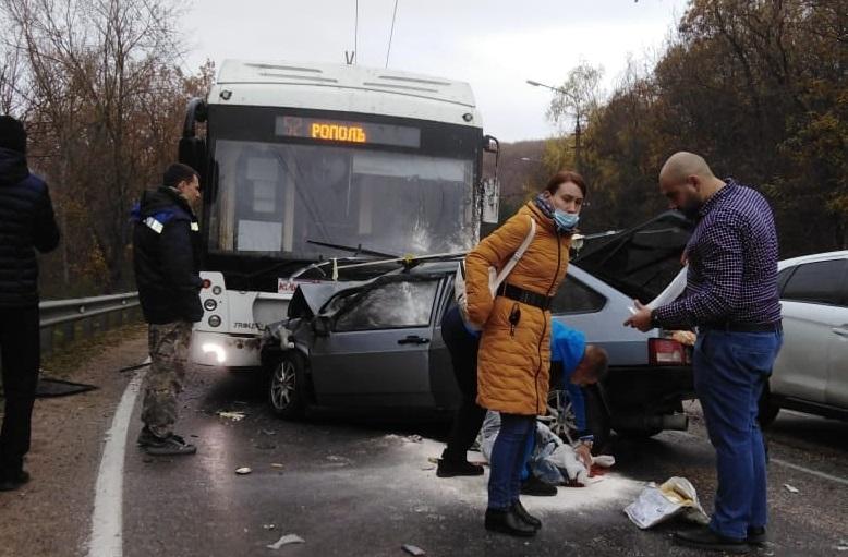 В соцсетях опубликовали видео с места ДТП с четырьмя погибшими в Крыму