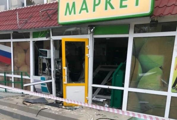 В Крыму злоумышленники разгромили банкомат