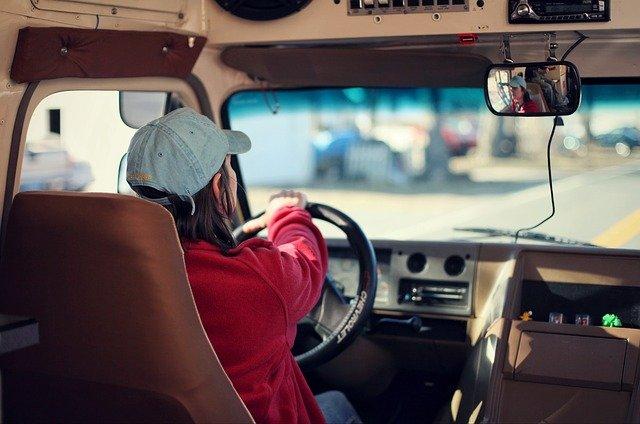 Российским подросткам намерены разрешить водить автомобиль