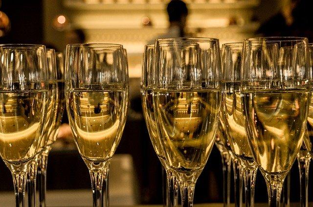 Россияне рассказали, сколько денег планируют потратить на Новый год