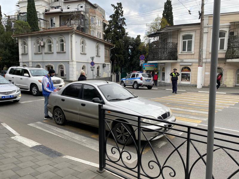 В Ялте на пешеходном переходе сбили двух подростков