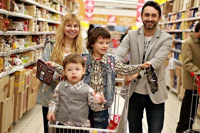 Россияне назвали наиболее популярные категории товаров во время распродаж