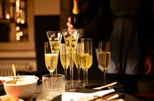 В новогоднюю ночь россиянам порекомендовали не пить шампанское