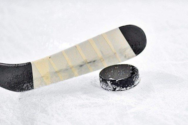 В Крыму проходит региональный чемпионат Ночной хоккейной лиги