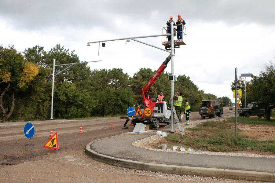 До конца года на дорогах Севастополя установят 12 осветительных комплексов