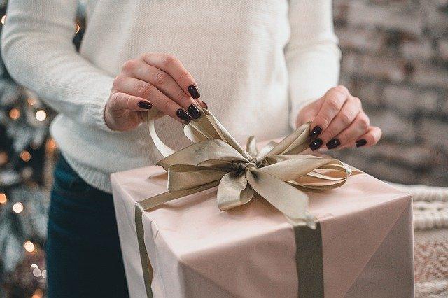 Россияне перечислили самые неудачные подарки на Новый год
