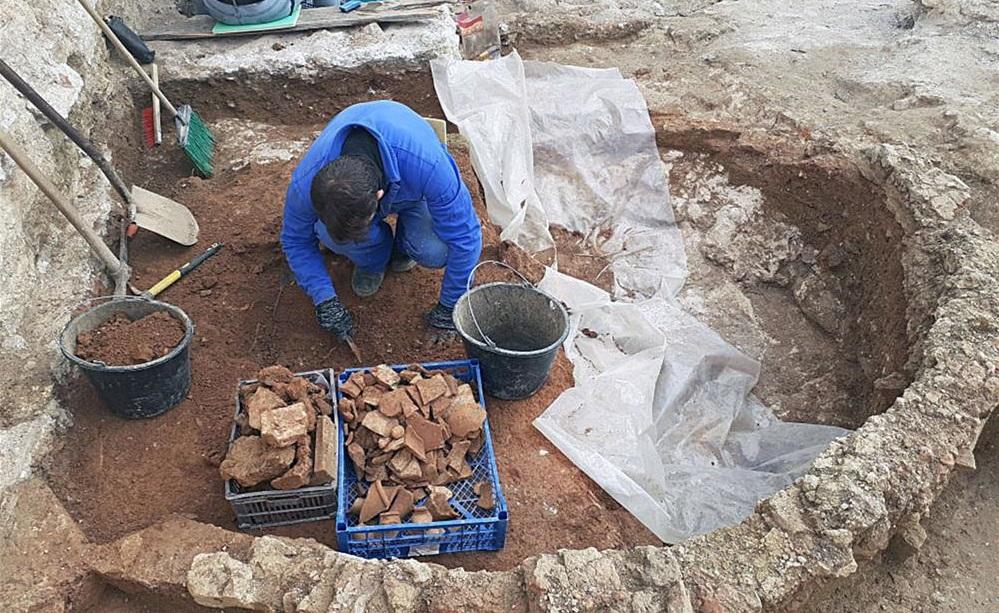 Древнюю керамическую мастерскую обнаружили в центре Севастополя