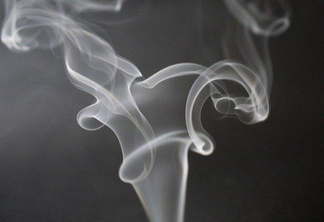 Врач рассказала о влиянии курения на риск подхватить COVID