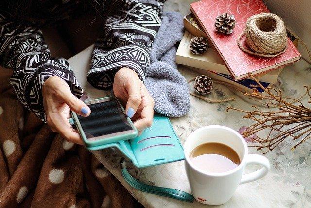 Психолог назвал эффективный способ отвлечь человека от смартфона