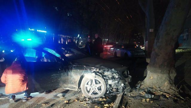 Девушка на дорогостоящем Mercedes устроила тройное ДТП в Симферополе