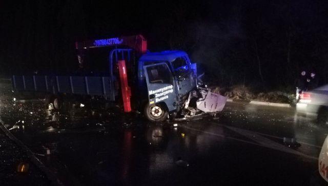 В Крыму автомобиль врезался в грузовик