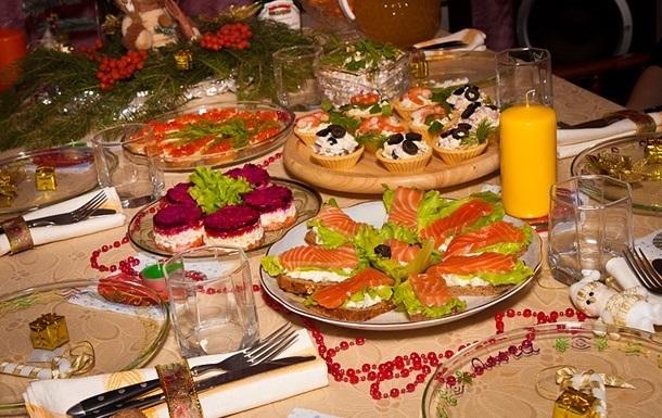Росстат подсчитал траты россиян на новогодний стол