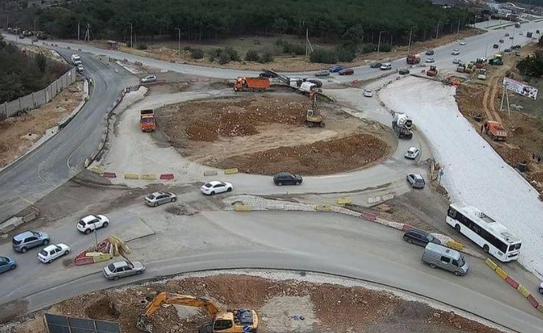 На части Камышового шоссе открыли четыре полосы движения