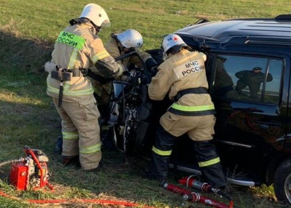 Водителя зажало в искореженном авто в ДТП на «Тавриде»