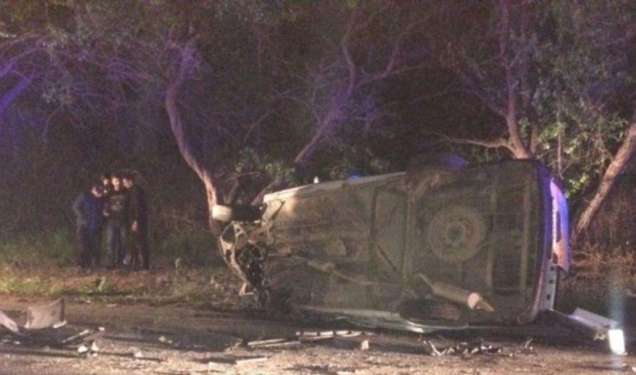 Водитель ВАЗа врезался в дерево в ДТП на крымской трассе