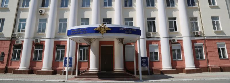 В МВД Крыма опровергли информацию о нанесении травм нарушителю масочного режима полицейскими