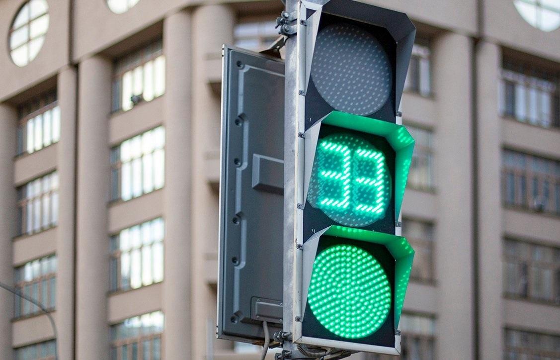 В Севастополе отрегулировали светофоры на сложном участке дороги