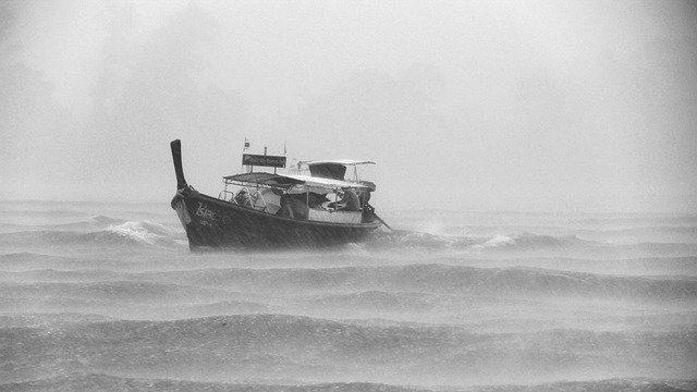 Сильный ветер и шторм пришли в Крым