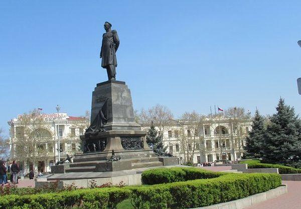 Прокуратура опротестовала закрытие севастопольских площадей и набережных для транспорта