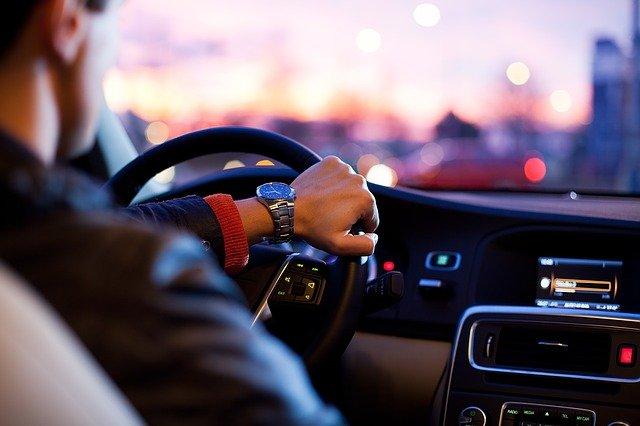 Получить водительские права в России можно будет с 16 лет