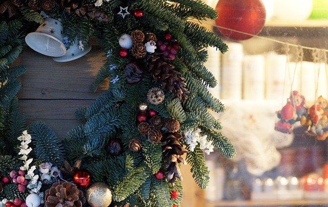 Новогоднее убранство предприятий торговли и общепита Севастополя оценят на конкурсе
