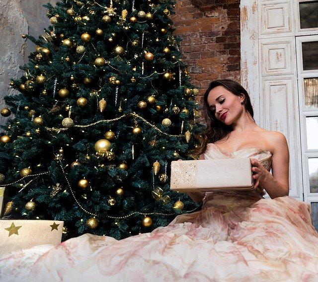 Эксперт рассказала, в чем встречать Новый год и какие подарки дарить