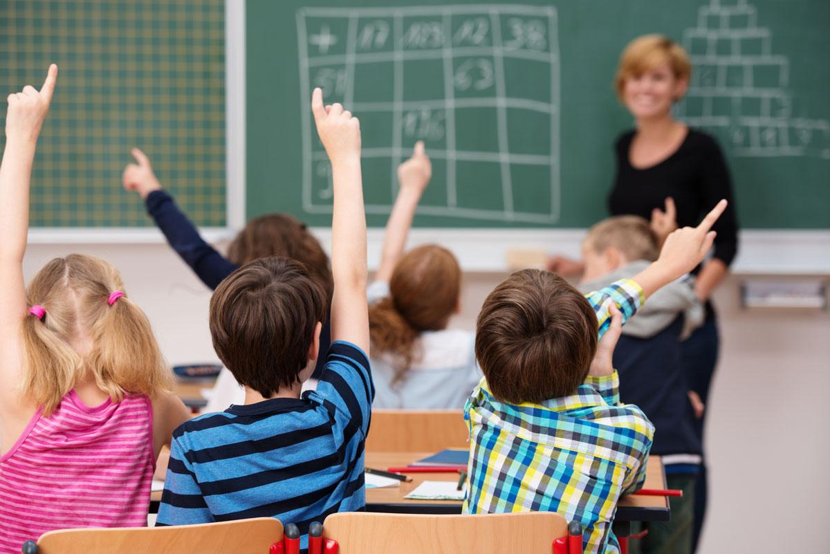 Путин поручил пересмотреть заработную плату учителей