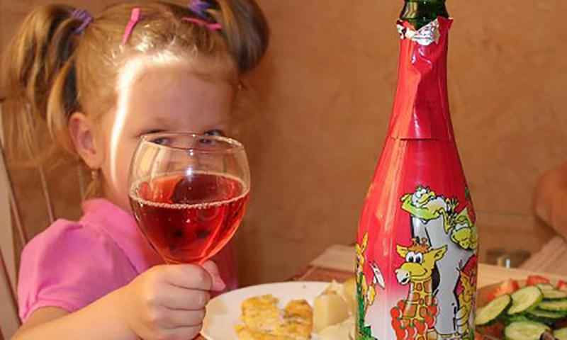 Детское шампанское в России попросили запретить