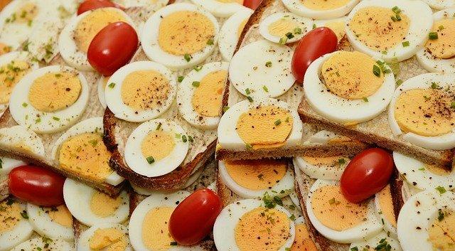 Шеф-повар раскрыл секрет приготовления идеальных вареных яиц