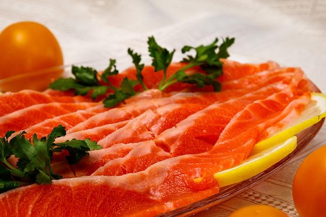 В Роскачестве рассказали, как выбрать красную рыбу к столу
