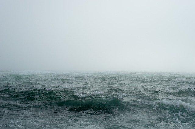 Из-за сильного ветра в Крыму на три дня объявили штормовое предупреждение