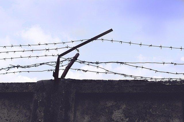 Обвиняемый в подготовке терактов в Крыму кузнец может получить 11 лет колонии