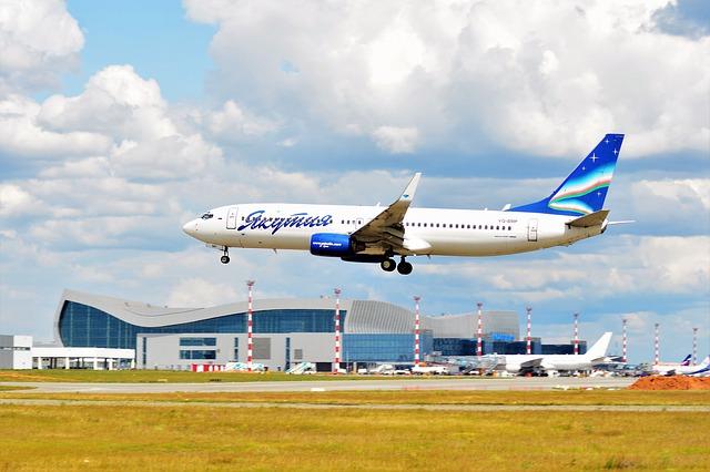 Авиарейсы по новым направлениям запустят в Крым