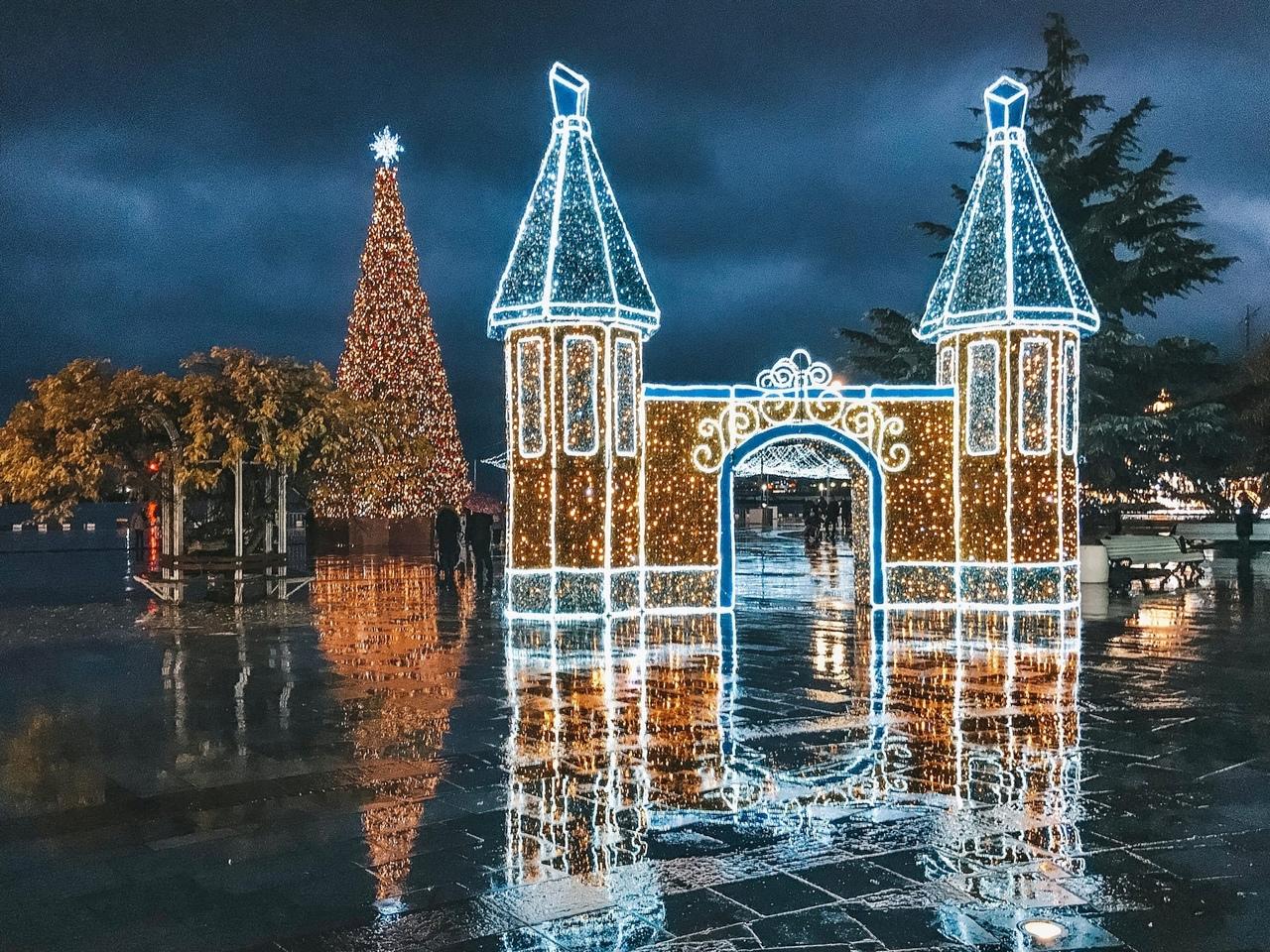Как украсили Ялту к Новому году (фото)