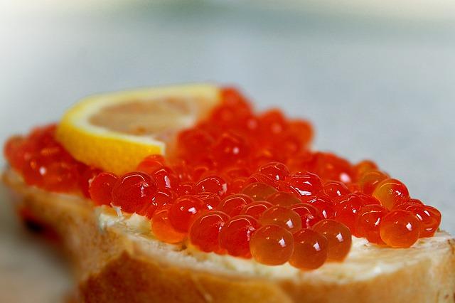 В России снизился спрос на мандарины и красную икру
