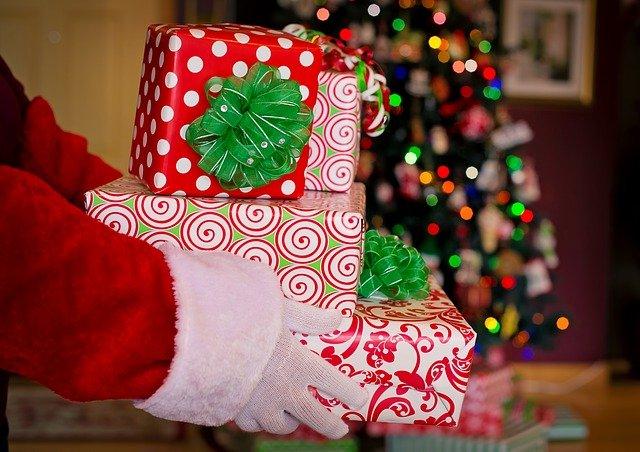 Севастопольский Дед Мороз поздравляет детей медработников
