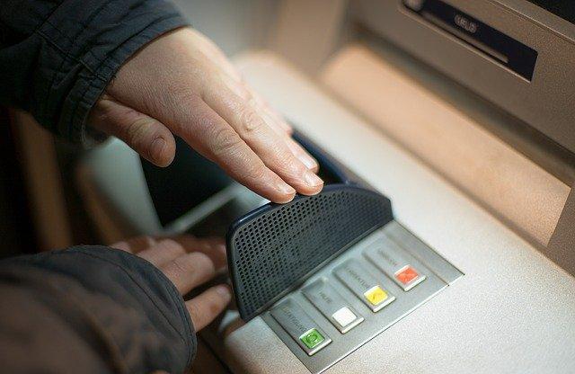 В Севастополе мужчина поджег банкомат