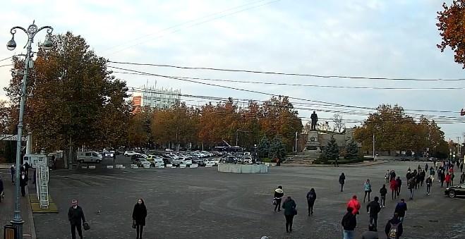 Установка новогодней елки началась в Севастополе
