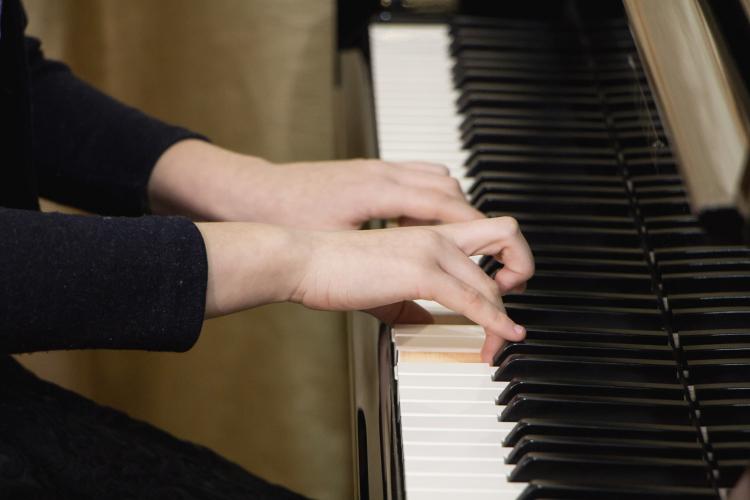 В музыкальных школах Севастополя появятся новые инструменты